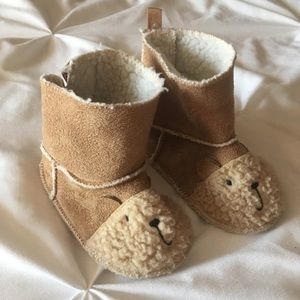 Adorable baby bear boots from baby Gap!